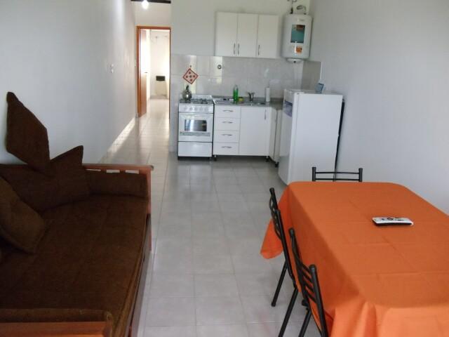 Cocina comedor departamento 4 aparts la aldea for Barcitos para comedor